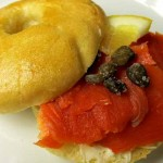 Frhstck-bei Tiffany-Brunch: Bagels mit Frischkse und Rucherlachs