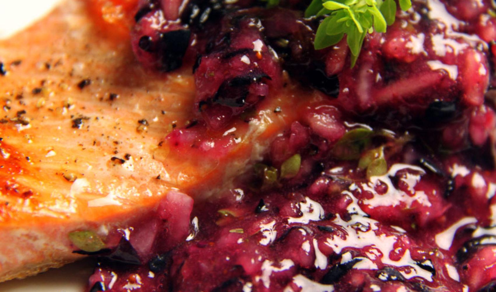 Genuss im Spätsommer: Wilder Lachs mit Blaubeer Sauce