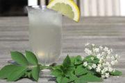Juhu: Sommer und Holunderblüten Limonade