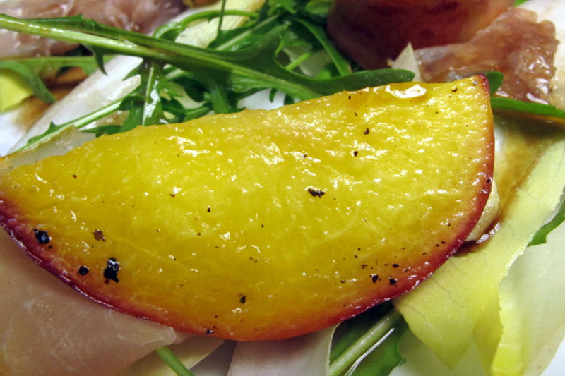 Ottolenghi Delights: Salat mit Schinken und Pfirsichen