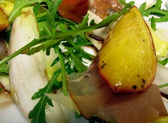 ottolenghi delights salat mit schinken und pfirsichen rezepte blog ein topf heimat. Black Bedroom Furniture Sets. Home Design Ideas