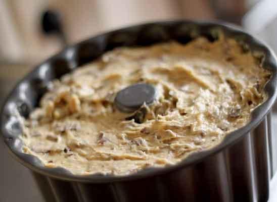 Marmorierter Kuchen mit Schokostreusel