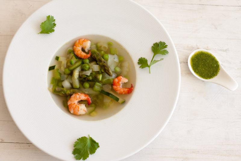 Grüne Gemüsesuppe mit Mojo verde
