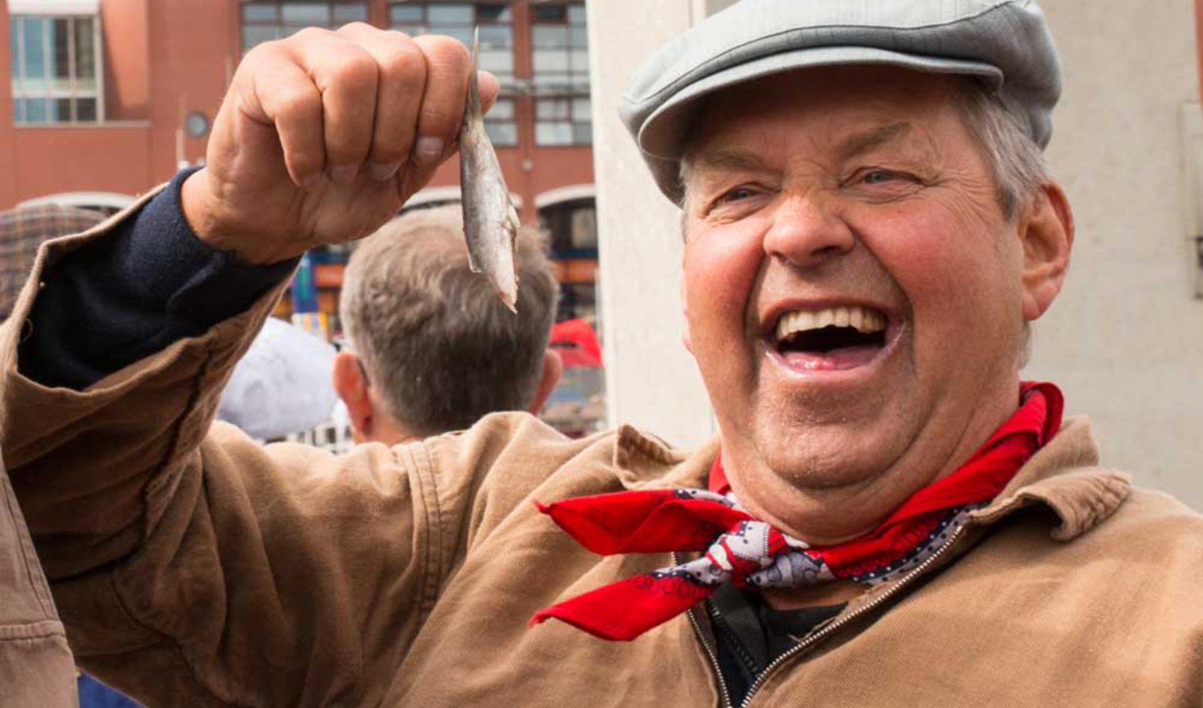 """Vlaggetjesdag Scheveningen: Der """"hollandse nieuwe"""" ist da!"""