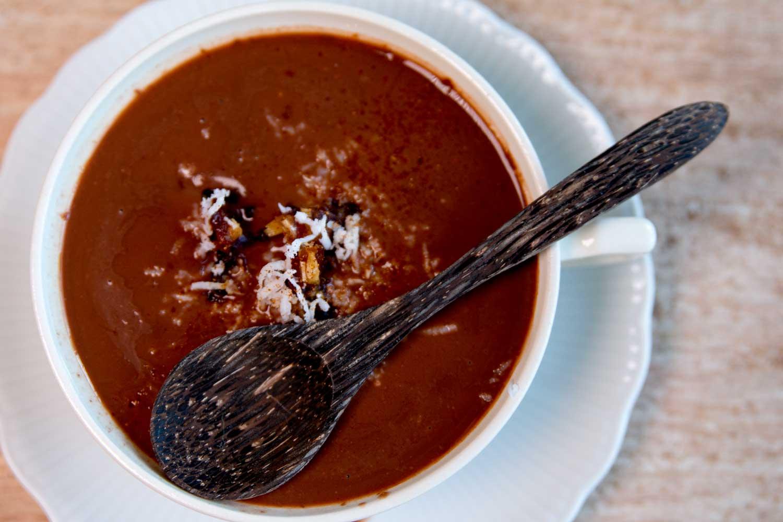 heißer Kakao mit Datteln